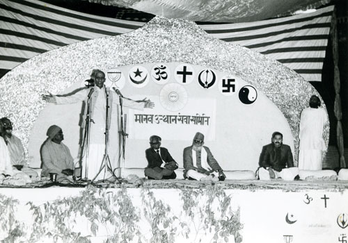 Representatives of different faiths speaking at a huge satsang program in Delhi's Ramlila Ground sponsored by M.U.S.S.