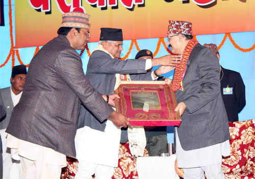 Satpal ji Maharaj being honoured by  H.E. the President of Nepal at a function held at Pashupati Temple, Kathmandu.